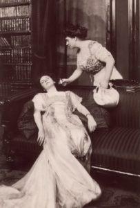 fainting-woman